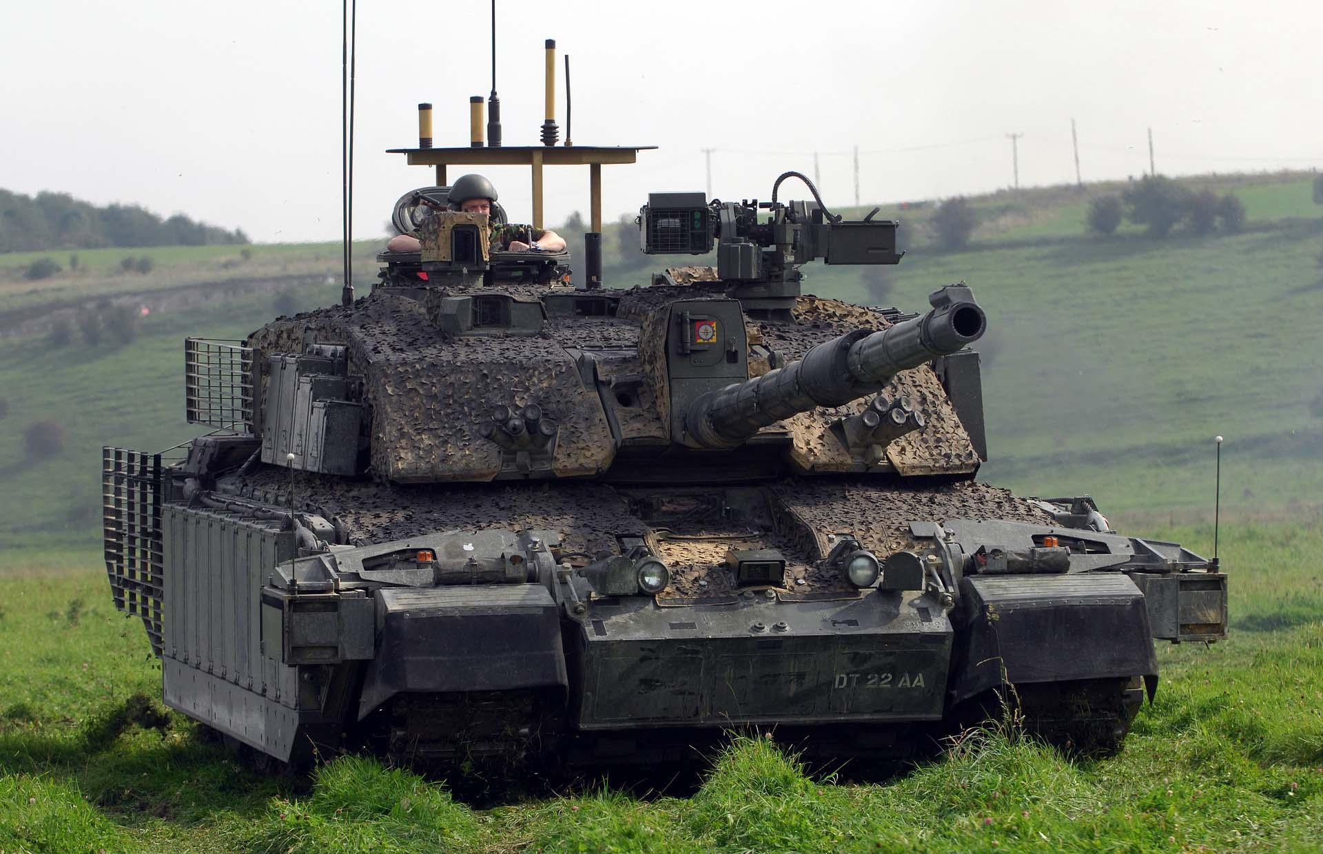 Современный танк Челенджер 2 Англия