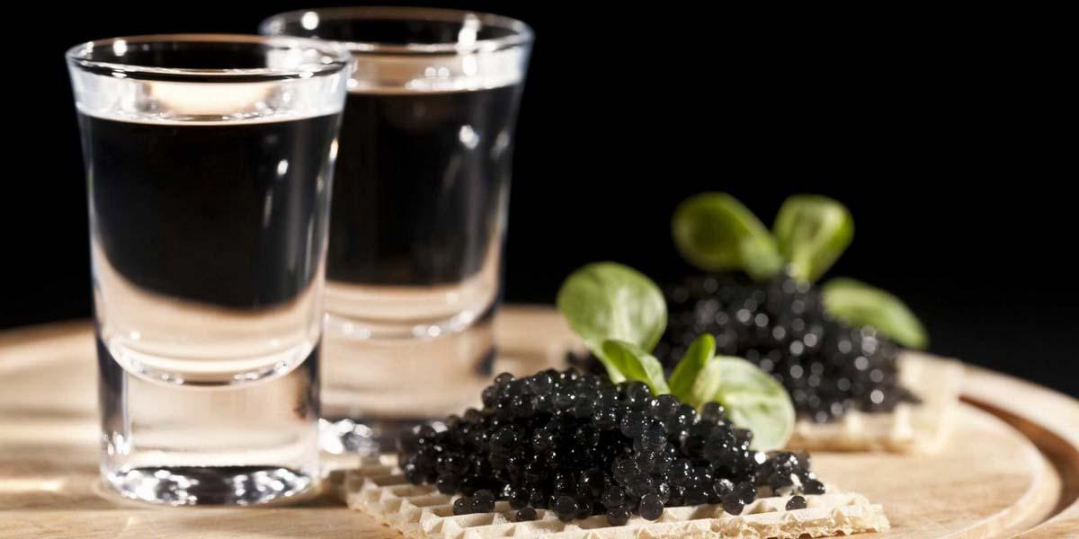 Вкусная водка и черная икра