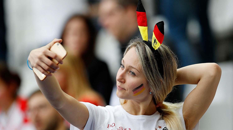 Миленькая болельщица сборной Германии