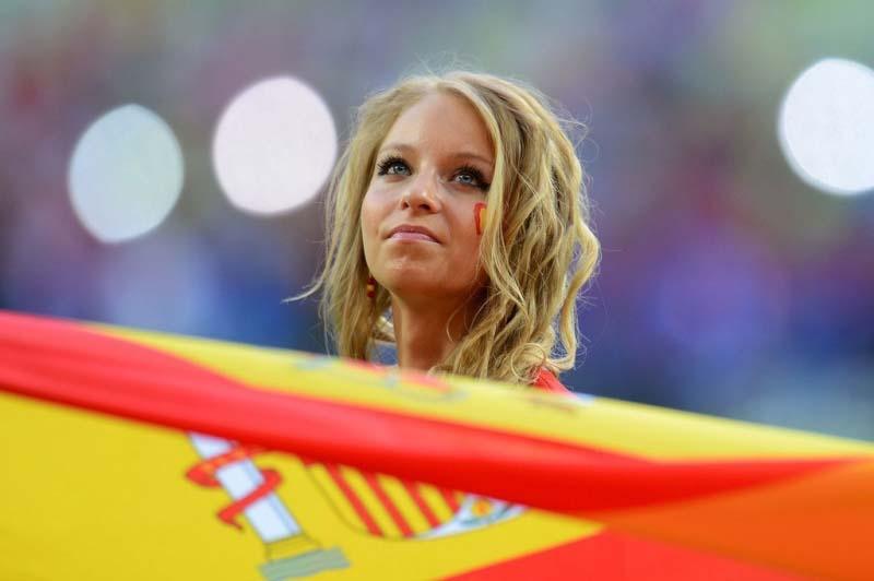 печальная болельщица сборная испании
