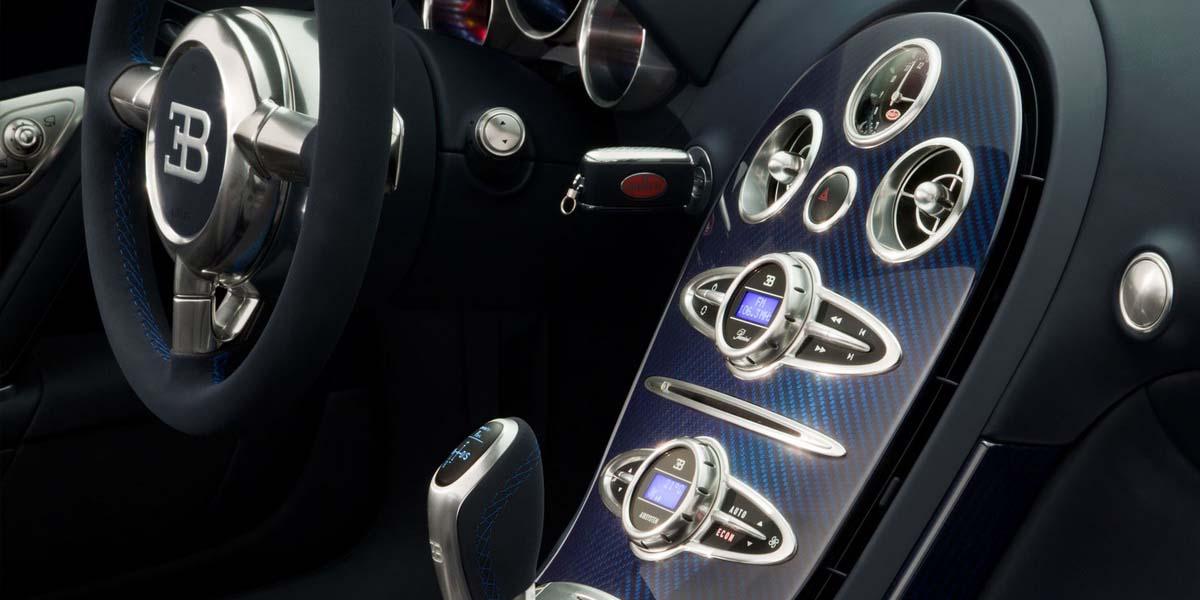 Салон Гиперкара Bugatti Veyron