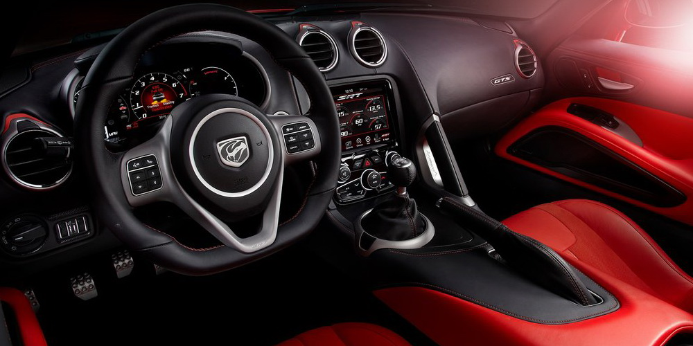 Салон суперкара Dodge Viper