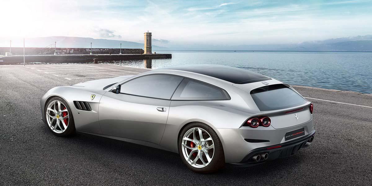 Суперкар Ferrari GTC4Lusso