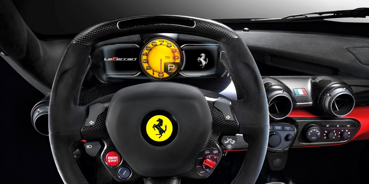 Салон гиперкара Ferrari LaFerrari