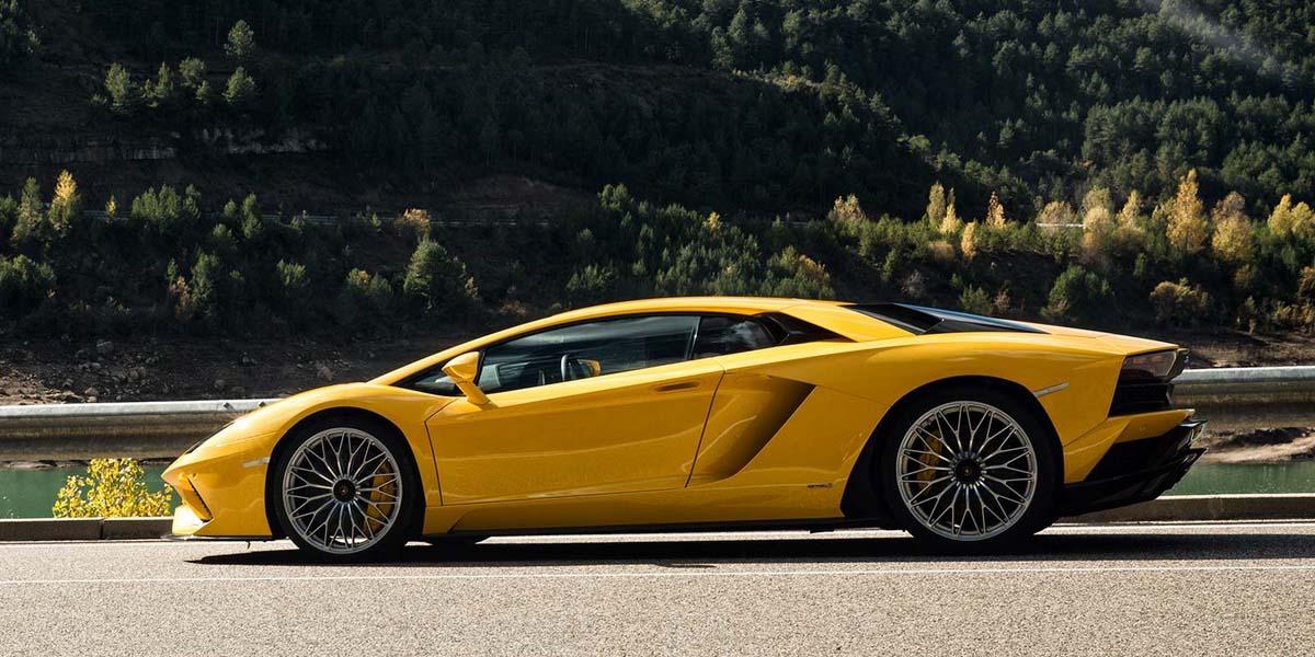 Суперкар Lamborghini Aventador