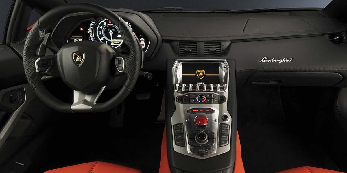 Салон суперкара Lamborghini Aventador