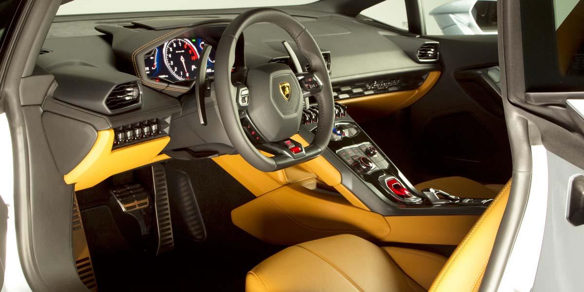 Салон Гиперкара Lamborghini Huracan